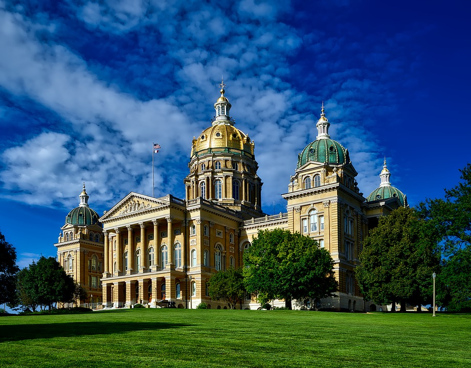 Iowa governor orders restaurants, bars, gyms, theaters to close